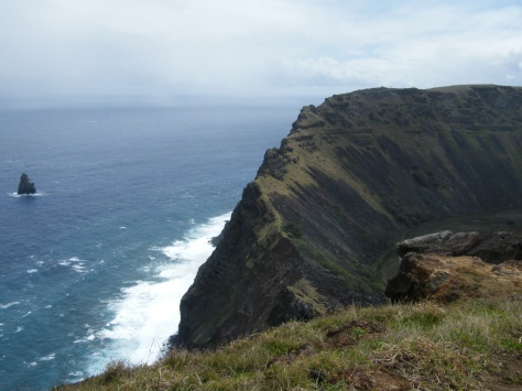 Putting Orongo's position between the crater and the ocean into perspective